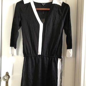 MISOOK Small Knit tunic Black w/White contrast